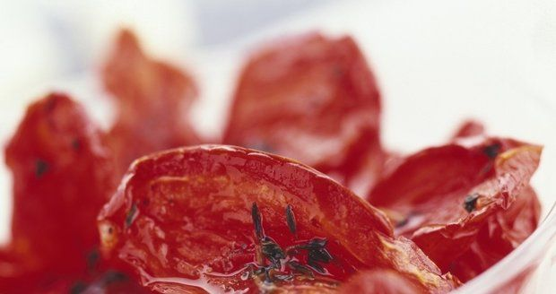 Sušení rajčat trvá dlouho, ale výsledek stojí za to.