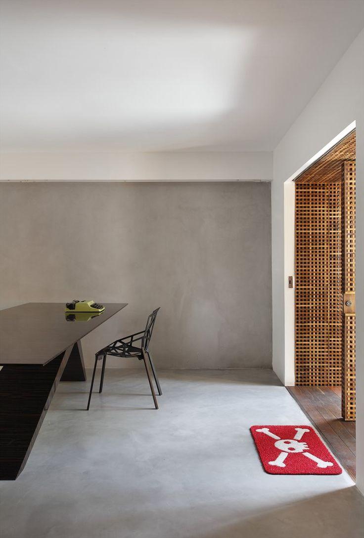 só tirem o tapete do restante, porta ripada com mesa alto brilho, boa combinação. fresh-collective.tumblr.com
