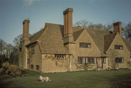 How is this 1898 house based on medieval traditions inauthentic? Munstead Wood, Godalming, Surrey, England, Sir Edwin Lutyens for Gertrude Jekyll, 1898. Photo: courtesy of the author