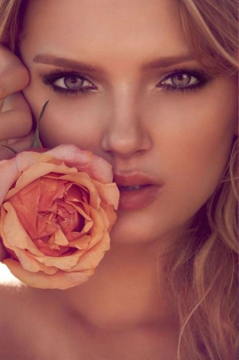 Could makeup make my eyes look like that?! @Eryn Boyd