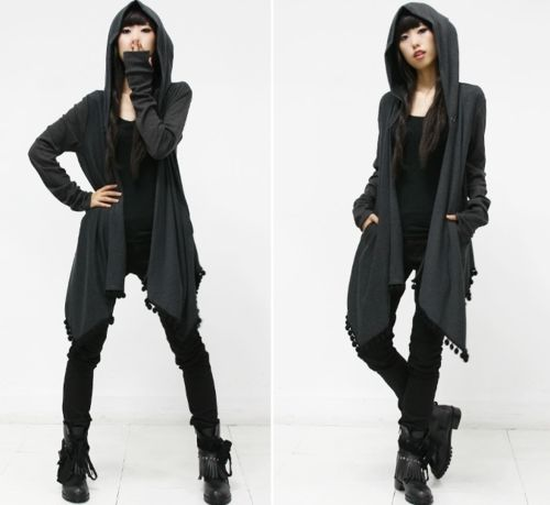 I regret that I never really went through a goth phase. I would be so dark/mysterious/sulky in an outfit like this!