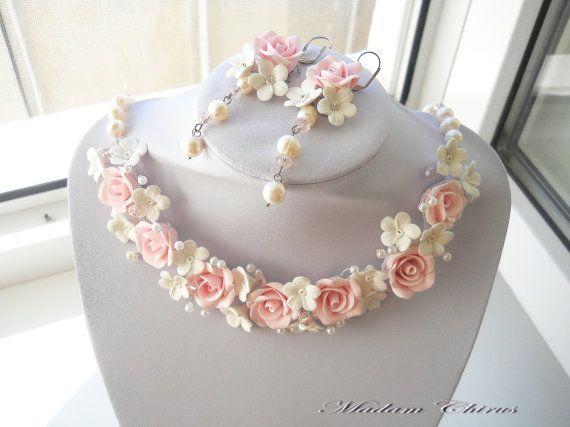 Wedding necklace with pearls. Нежное очень нарядное колье для невесты. Сделано из полимерной глины, натурального жемчуга, хрусталя. Розы на колье прочные не боятся воды.