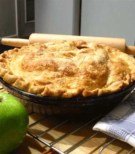 Good old American apple pie. Who doesn't love it? Can you imagine a Thanksgiving Dinner without it? I certainly can't. And since I'm a big apple pie fan, I was determined to find a tasty, low calorie apple recipe that would be low in Weight Watchers Points, but still delicious enough to impress my dinner guests.