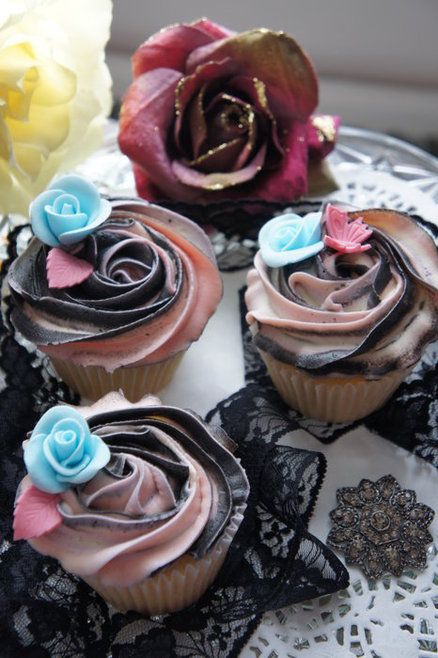 Wedding cupcakes  Cake by Petkovic2003 That would be so cool if they looked like the Fire and Ice Roses!!