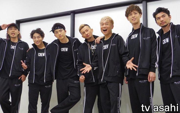 """7人組ダンス&ボーカルグループ「DA PUMP」が11日、千葉・浦安市の舞浜アンフィシアターでデビュー20周年記念ライブを行った。 DA PUMPはちょうど20年前の同日に4人組でデビューしたが、ISSA(38)以外の3人はグループを離れ、その後はメンバーの入れ替わりを経て、14年から現在の7人体制… / ISSA、20周年で""""生涯DA PUMP宣言""""!色男も健在 #ISSA #DAPUMP"""