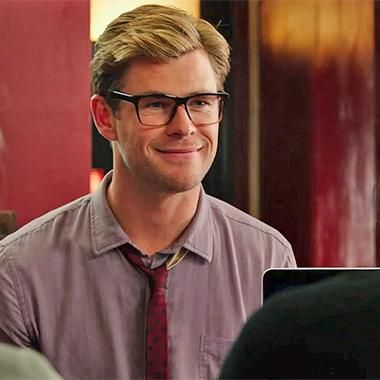 Hot: Chris Hemsworth suggests a new Ghostbusters logo in international trailer
