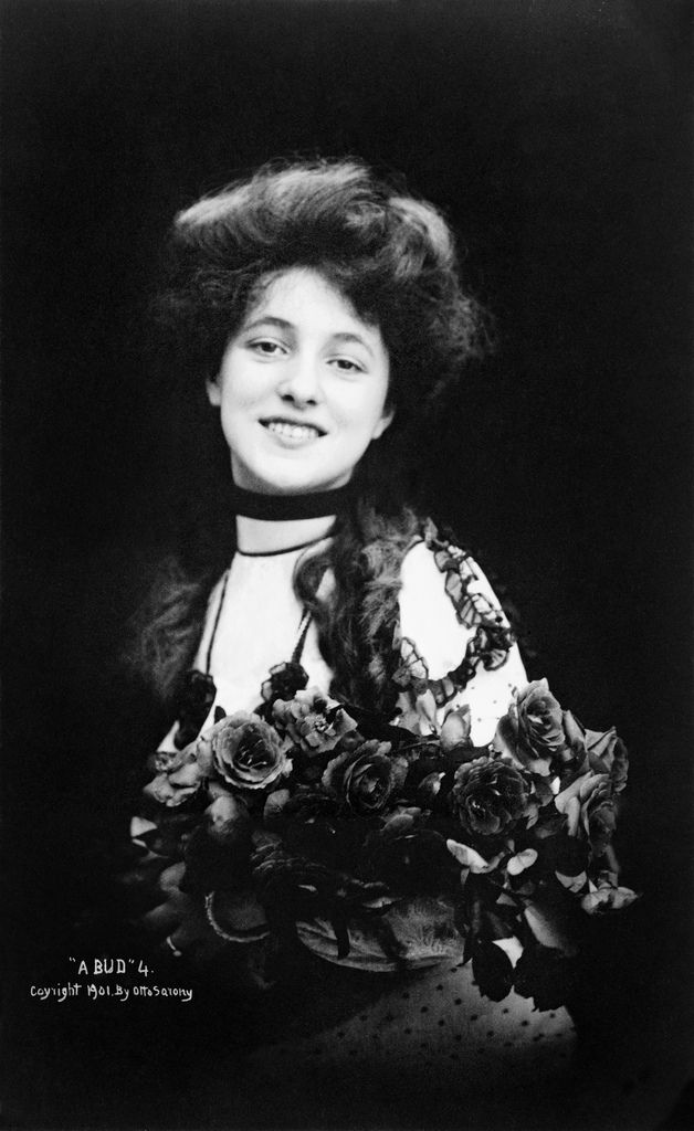 A portrait of the ever fascinating Evelyn Nesbit by Otto Sarony in 1901. She was indeed breathtakingly beautiful.