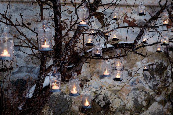 Zahlreich aufgehängt an einem Baum oder einer gespannten Schnur, zaubern diese kleinen aber feinen Hänge-Laternli eine magische Atmosphäre an jedem lauschigen Sommerabend im Garten. Zu finden bei uns im Shop: www.amelies.ch