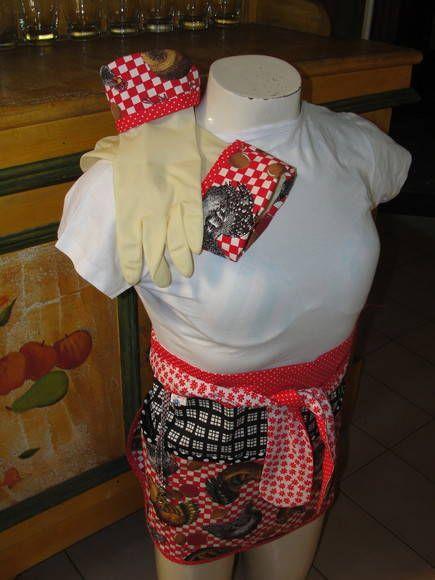 Avental tipo saia com faixa ajustável, tamanho único. Acompanha luvas de borracha com punho combinando no tamanho de sua escolha. Temas sempre relacionados a cozinha. diversas estampas. R$ 55,12