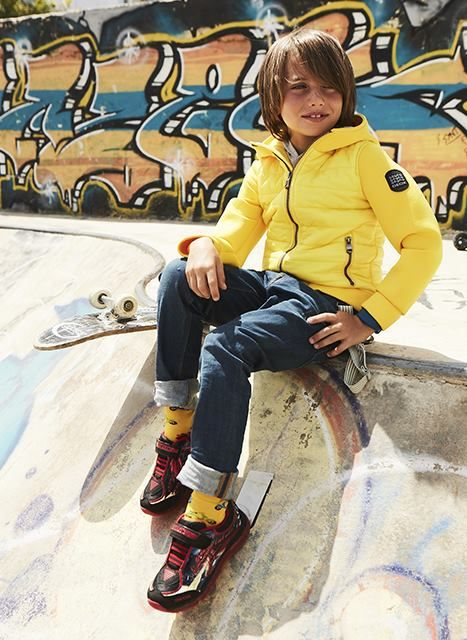 Boys love dragons.. Discover these super cute & colorful sneakers GEOX!