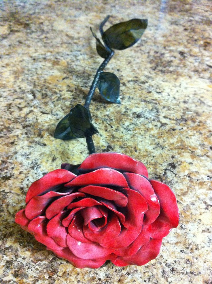 Perfect as a gift, decorations around home or at weddings and functions. These roses are all handmade using recycled steel so no two are identical. Forged of 1mm steel, they have a nice, solid weight to them and don't feel cheap or tacky at all.  Can be painted on request and made to almost any size.  Can also be seen on Instagram by searching the user @RustedFabrications. #steel #rose #steelrose #flower #steelflower #fabrication #metalfab #custom #kustom #art #gift #unique #handmade…