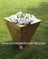 Isolert blomsterkasse/ blomsterkasser fra Blomsterkasseriet. I hage