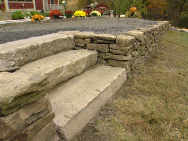 Construction d un mur de soutènement en pierre sèche