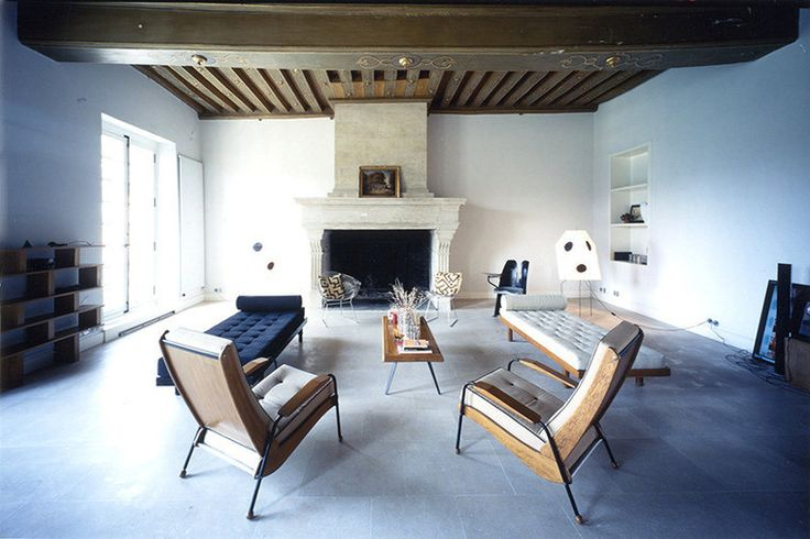 Удобные кресла и кушетки в гостиной