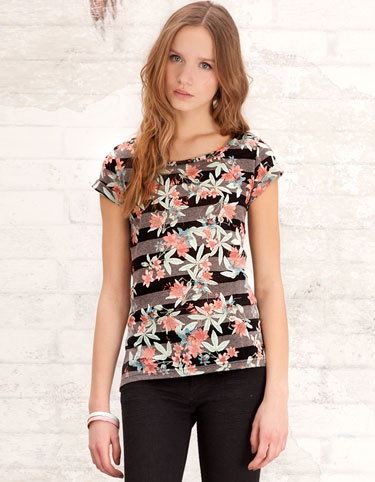 Stradivarius® New Collection. I want that t-shirt.