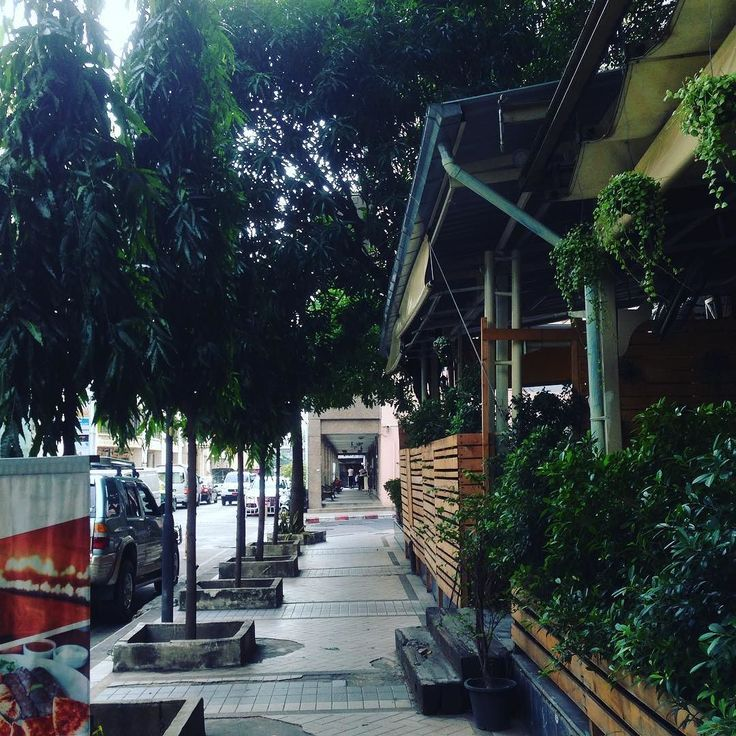 バンコクは暑いはずなのですがこういう場所がおおいのかめちゃくちゃ暑いという感じではない印象 でもやはり夏は半端なくあついようです #タイ #バンコク #街並み #観光 #旅行 #自分磨き #成長 #ココア #ここあかな #cocoacana