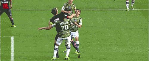 """Zlatan Ibrahimoviç goal PSG against Bastia – """"Quel but! Quel but! Et la hauteur!!"""" [French commenters losing their minds! :P]"""