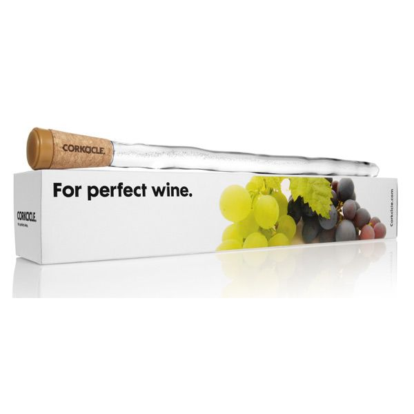 De Corkcicle is een handige gadget voor alle wijnliefhebbers. Stop met het gebruik van emmers ijs aan de wijn te zetten. Nu hoef je alleen maar de Corkcicle gebruiken. Het houdt de wijn op de juiste temperatuur. De Corkcicle heeft een gel in die je kan bevriezen in de vriezer. Wanneer de gel wordt bevroren, zet je de Corkcicle in de wijn fles en het blijft cool!