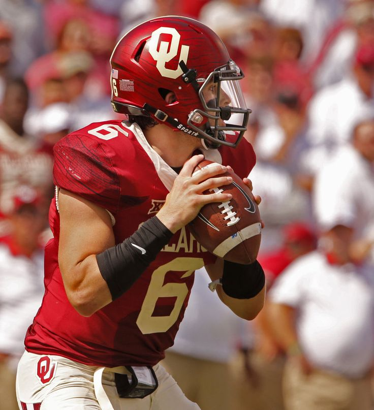 Oklahoma\'s Baker Mayfield (6) looks to pass during the second half of a college football game where the University of Oklahoma Sooners (OU) defeated the West Virginia Mountaineers (WVU) 44-24 at Gaylord Family-Oklahoma Memorial Stadium in Norman, Okla., on Saturday, Oct. 3, 2015. Photo by Steve Sisney, The Oklahoman