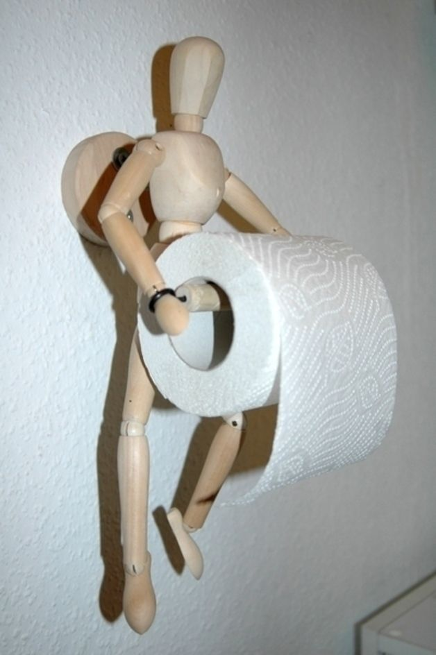 Witziger und einzigartiger Toilettenpapierhalter… Einfach mit zwei Schrauben an die Wand haengen und fertig…! Toilettenpapier ist einfach zu wechseln.