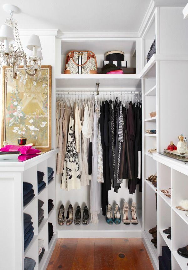 I need a room like this! #inloopkast #teveelkleren #vrouwendroom
