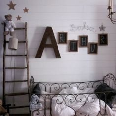 chambre d 39 enfant b b lit fer forg blanc bois ardoise prenom chambre enfant pinterest. Black Bedroom Furniture Sets. Home Design Ideas