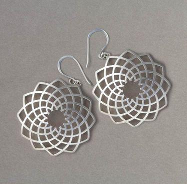 David Trubridge : Flax Earrings - Adorn