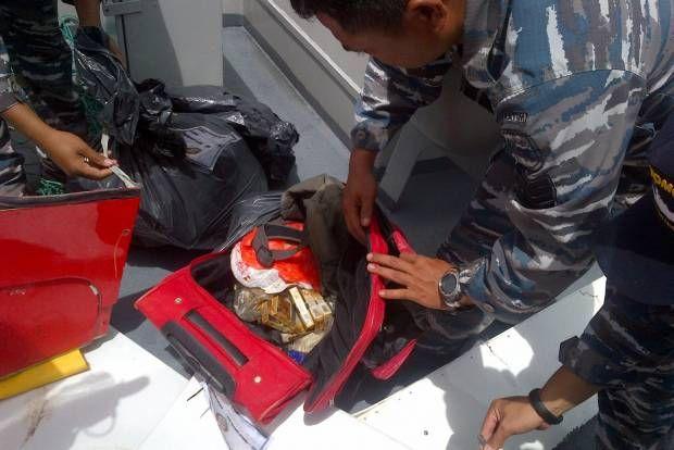Lagi, Temuan Barang Penumpang dan Serpihan AirAsia QZ8501
