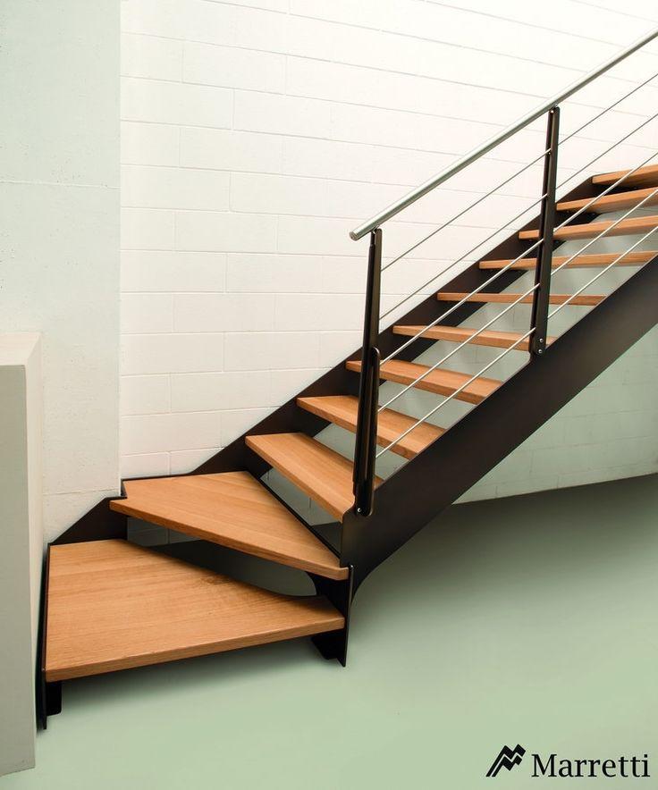 Escaleras de interior Flo, la nueva colección asequible de Marretti. FLO_140, escalera para interior de acero y peldaños de roble
