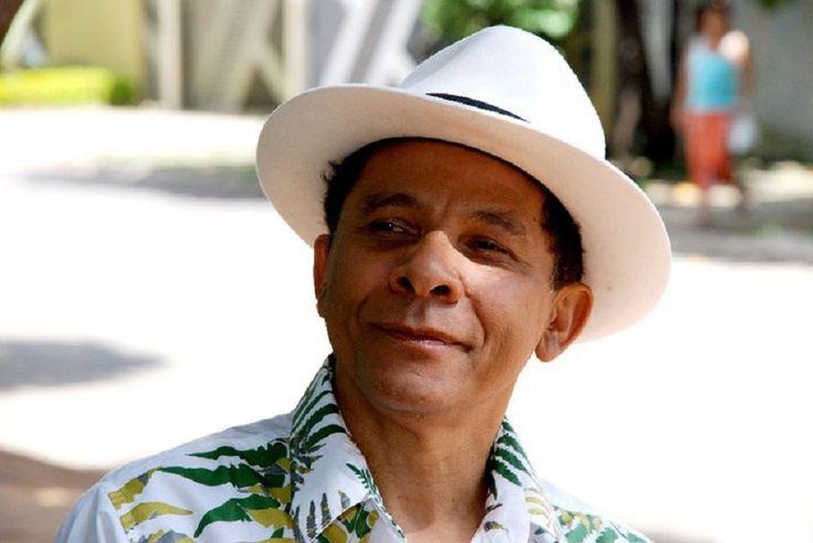 """Entre os dias 27 e 29, os músicos Xangai e Juraildes da Cruz apresentam o show """"A caatinga canta o cerrado"""" na Caixa Cultural Fortaleza. O espetáculo acontece na sexta-feira e no sábado, às 20h, e no domingo, às 19h. Os ingressos custam R$ 20. Com apenas voz e violão, o show homenageia a carreira...<br /><a class=""""more-link"""" href=""""https://catracalivre.com.br/fortaleza/agenda/barato/xangai-homenageia-juraildes-da-cruz-na-caixa-cultural/"""">Continue lendo »</a>"""
