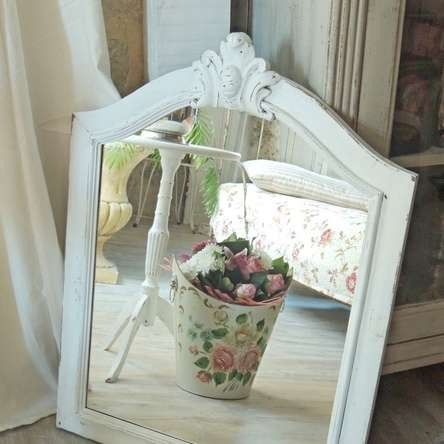 grand miroir ancien en bois de style rustique rajeunit par une patine blanc shabby chic. Black Bedroom Furniture Sets. Home Design Ideas