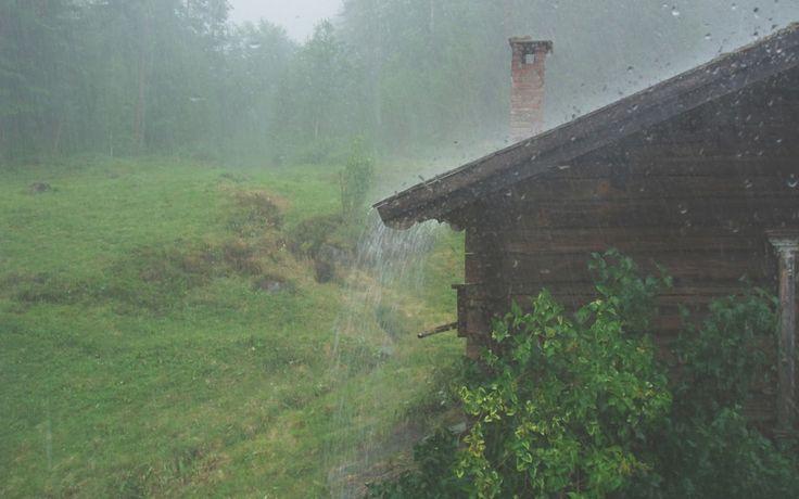 Skrivebordsbakgrunn: Pøsende regn / A rainy day