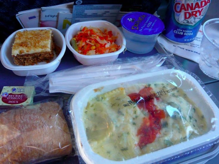 Airplane food in economy vs first class on 20 airlines in