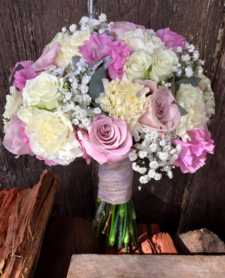 bouquet of roses, sweetpea, babies breath sims and spray roses