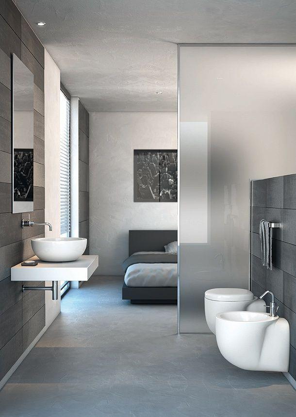 #reforma #baño abierto al dormitorio con separación vidrio translúcido, sanitarios al aire, suelo microcemento.