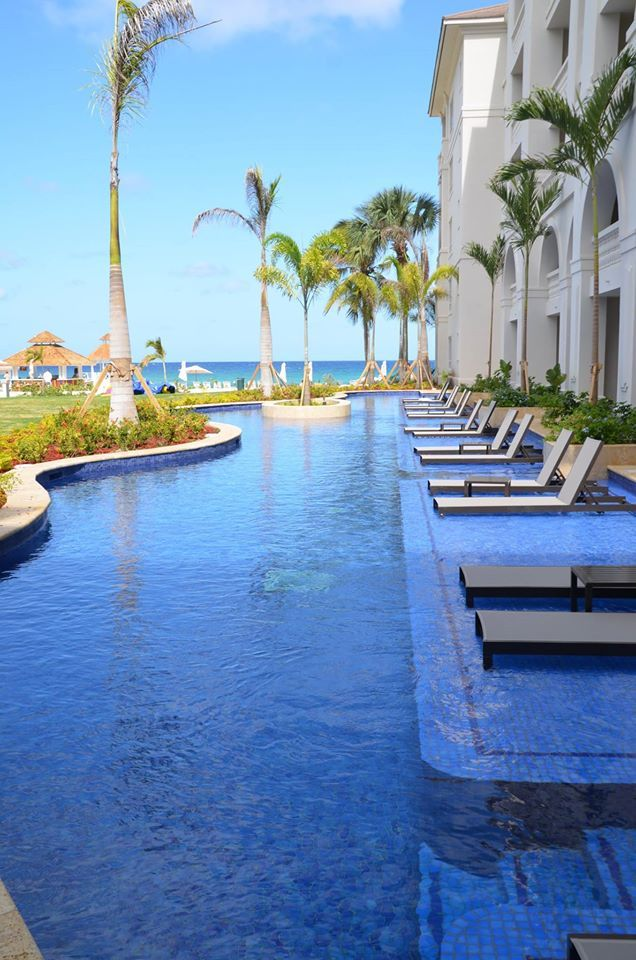 Step into a Jamaican oasis the minute you arrive at Hyatt Zilara Rose Hall. Crystal clear, blue pools await you!