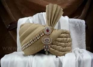 Wedding saafa, turban, men safa, velvet turban, maroon with white saafa, designer saafa www.statusindiafashion.com