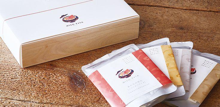 京都 六角通富小路を東に入った味噌汁ポタージュ専門店、MISO POTA KYOTO(みそポタ京都)。具材がたっぷり溶け込んだポタージュのような濃厚さと、慣れ親しんだ味噌の旨味を絶妙にブレンドした新感覚のお味噌汁「みそポタ」の他、米粉で作った特別なパンを提供しています。心も身体もホッとする、新しいお味噌のチカラをあなたに。