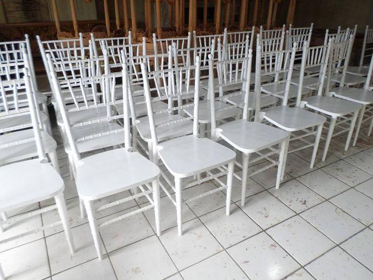 Wupplier of Tiffany chair, Chiavari chair, well manufactured by Jepara Goods Woodworking Studio Indonesia. Kursi Tiffany putih cat duco finishing halus kualitas ekspor.