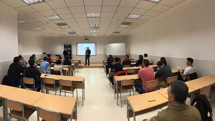 #Alumnos del Máster #MBAValenciaCF de INEDE Business School y la Fundación #VCF en la #Masterclass con Jorge García, responsable de tiendas oficiales y licencias del #Valencia Club de #Fútbol en UCV!