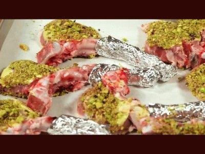 Costolette d'agnello panate ai pistacchi