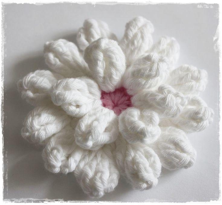 ElbeGlück: Häkelblüte.................