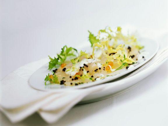 Jakobsmuschelcarpaccio mit Kaviar und Salat ist ein Rezept mit frischen Zutaten aus der Kategorie Muscheln. Probieren Sie dieses und weitere Rezepte von EAT SMARTER!