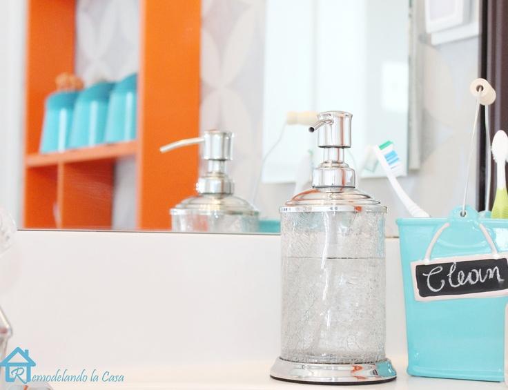 Gray orange turquoise bathroom makeover salle de for Salle bain turquoise