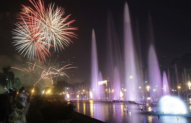 Enjoy Traditional 2020 Nye Party In Manila New Years Eve Fireworks New Year S Eve Celebrations New Year Fireworks