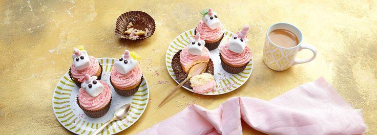 Zaubern Sie magische Momente mit diesen süßen Einhorn Cupcakes zum Selbermachen. Im REWE Rezept erfahren Sie in einer Schritt-für-Schritt Anleitung wie es geht! »