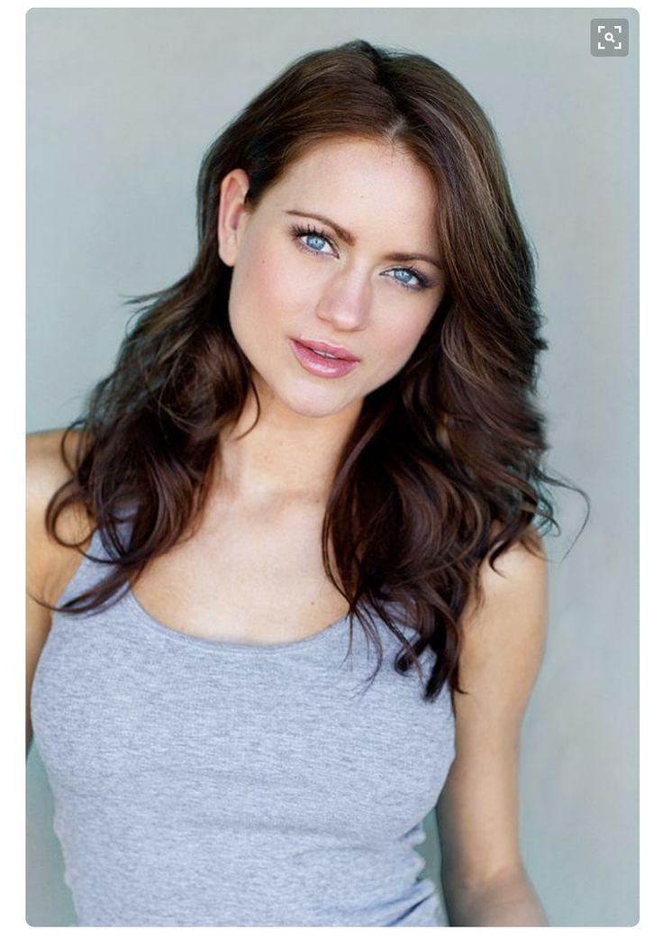 Beautiful lighting. Stunning blue eyes. Women's headshots.