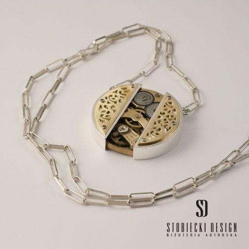 STEAMPUNK TAJEMNICA wisiorek srebrno- mosiężny z mechanizmem zegarkowym Biżuteria Wisiory stobieckidesign