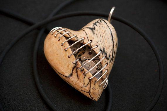 Colgante de corazón de costura mecánica por Artype en Etsy                                                                                                                                                                                 Más