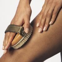Droog borstelen voor een stralende huid - - Flair